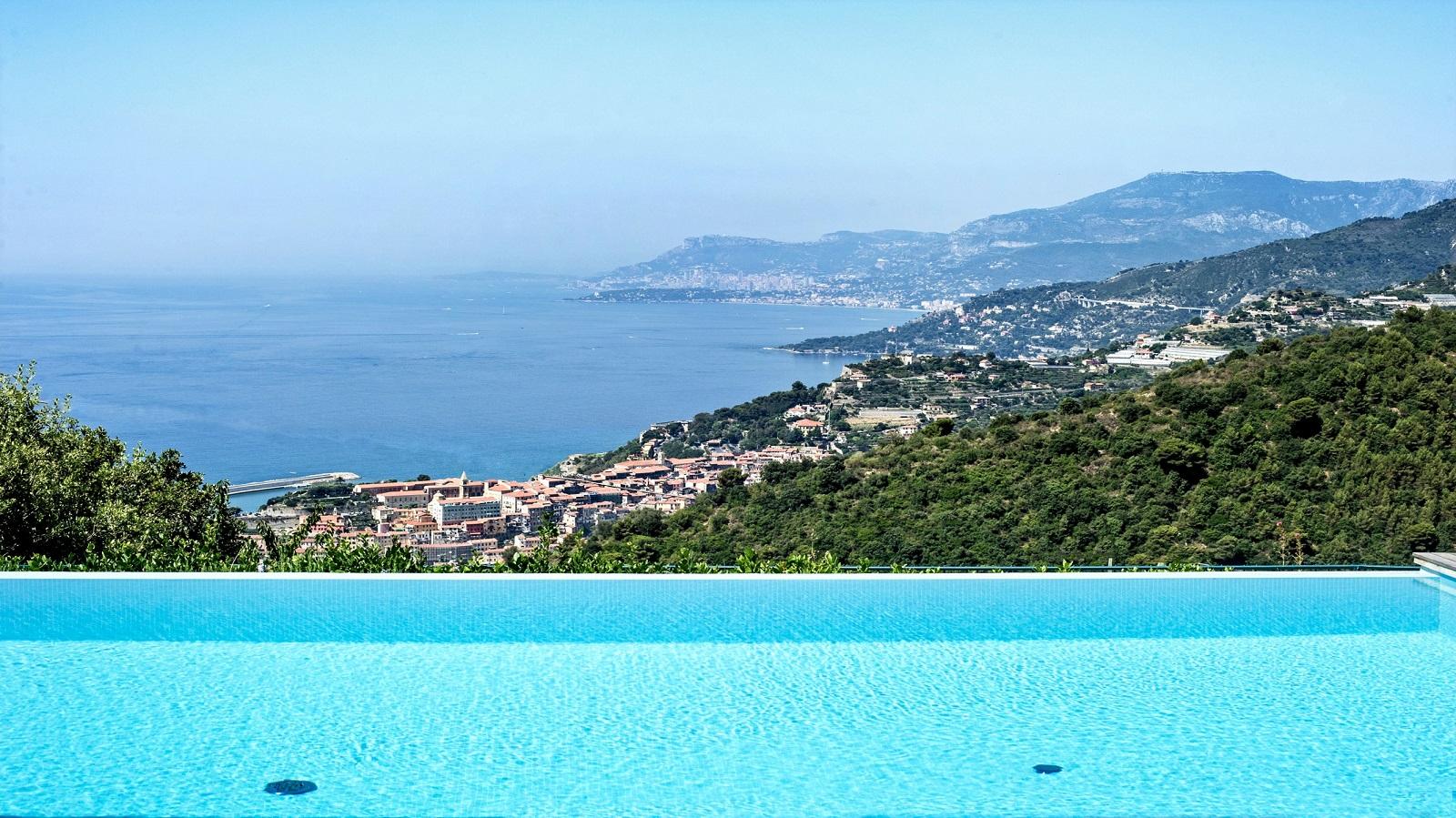 Camporosso, località San Giacomo, villa con piscina, amazing view !