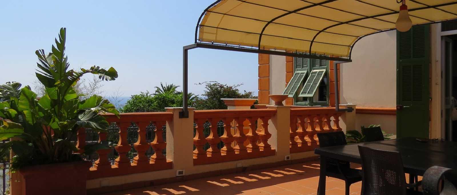 Bordighera, appartamento con terrazza e giardino in casa fine '800