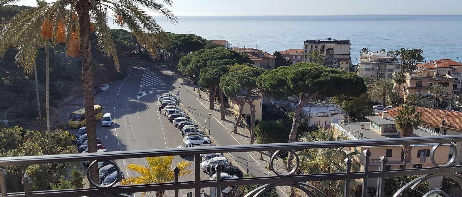 Bordighera, appartamento panoramico in residence di prestigio