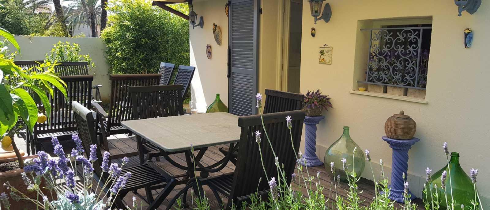 Bordighera, pezzo unico, raro giardino con rustico nel centro storico