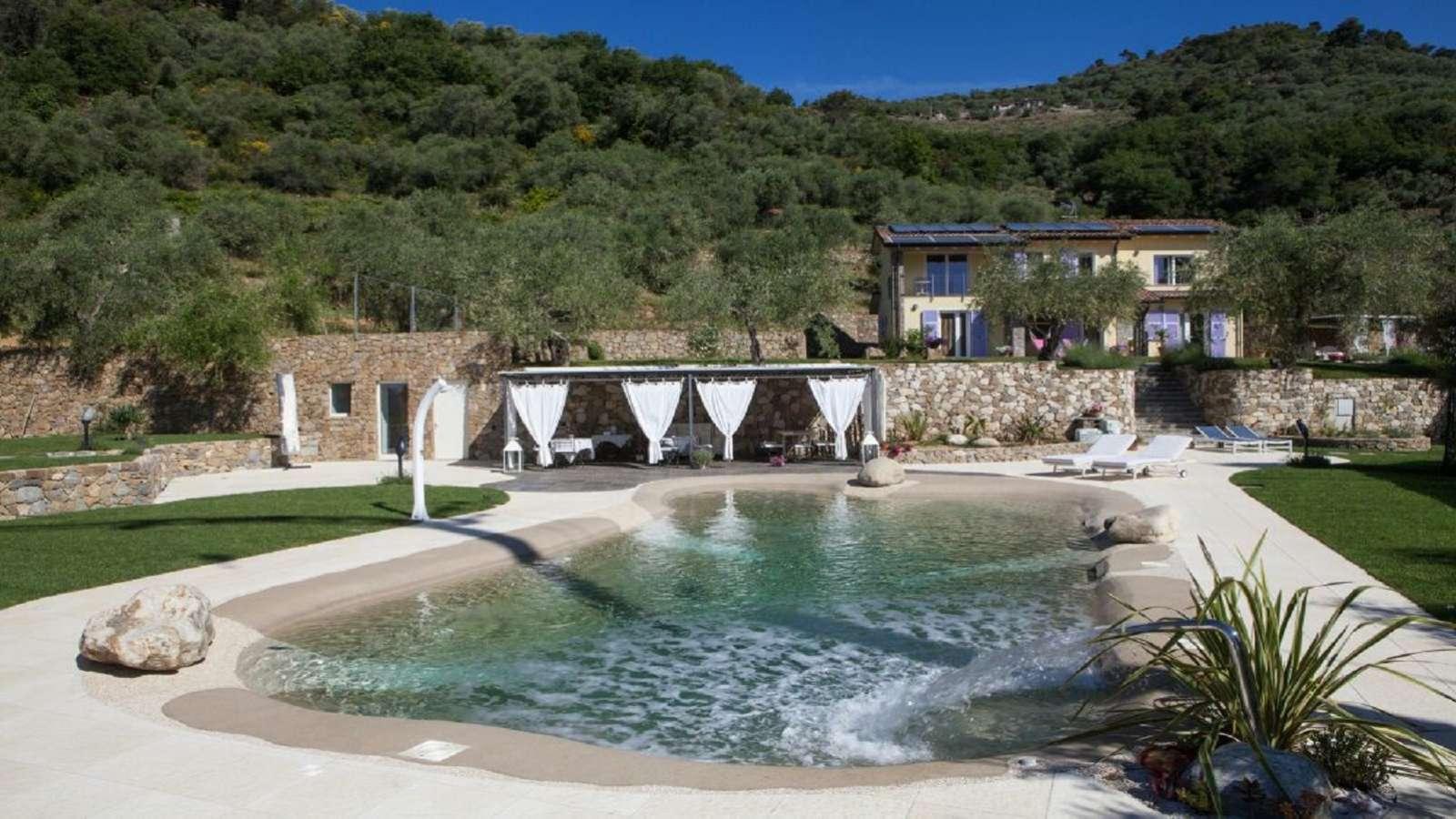 Dolceacqua, grande proprietà con bio piscina
