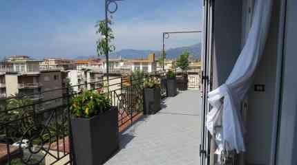 Attico con balcone e solarium