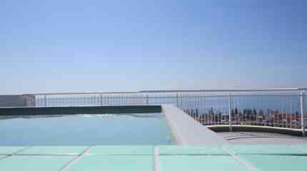 Codice:446 - Bordighera, attico con  terrazzo e piscina