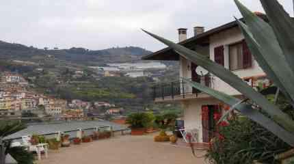 Villetta con terreno agricolo