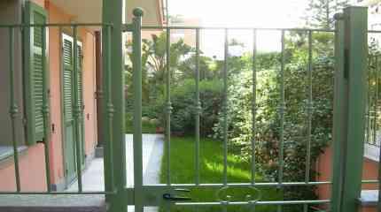 Cancello di entrata pedonale dal giardinetto