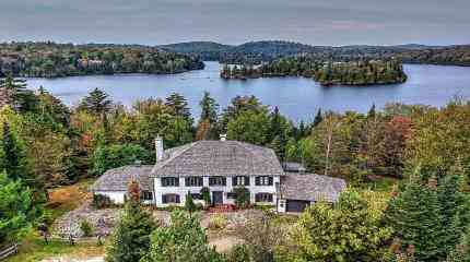 Vista aerea della proprietà sul lago di St. Victor
