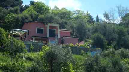 Graziosa villa che si sviluppa su due piani