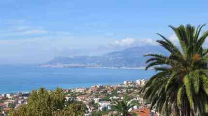 Codice:651 - Bordighera, villa piena vista mare con piccolo giardino