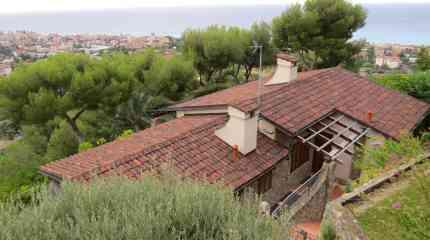 Villa con tetto ricoperto da coppi fine '700