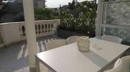 La terrazza con portico