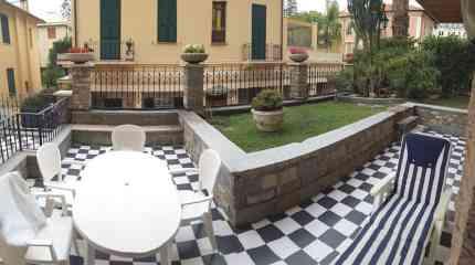 La terrazza con il giardinetto