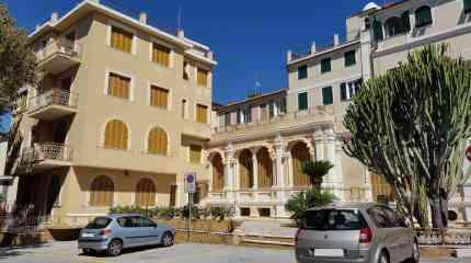 Hotel in piazza a Bordighera Alta