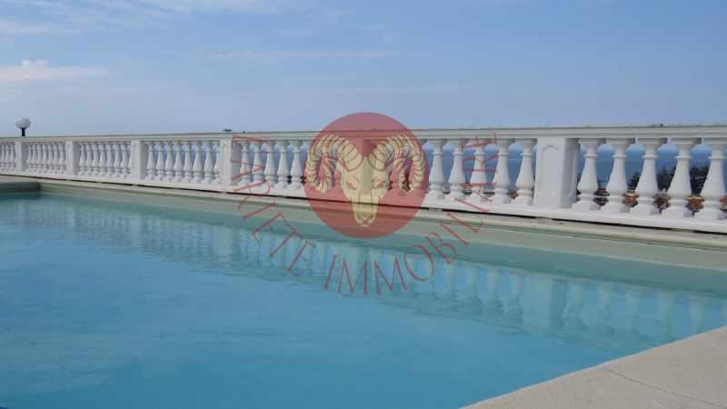 Bordighera prestigioso attico con piscina privata - Attico con piscina ...