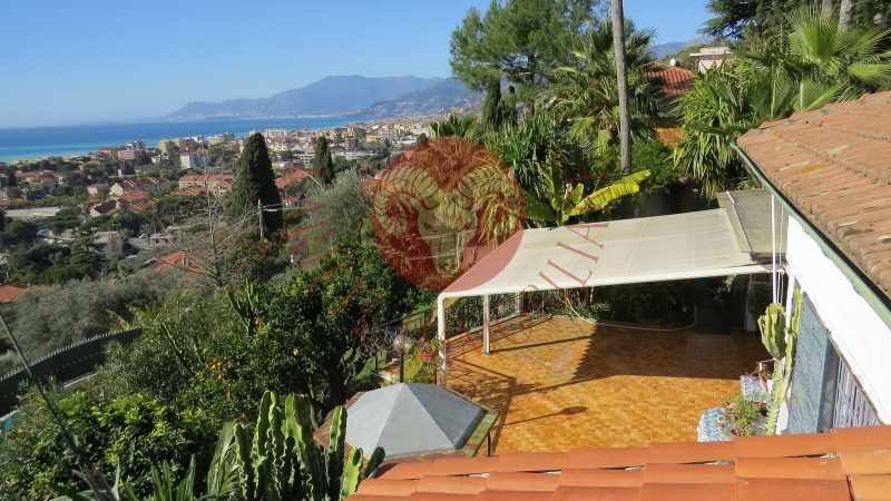 Bordighera, villetta con giardinetto e grande terrazza vista mare