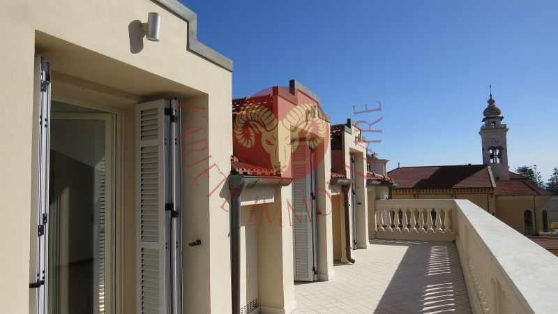 Bordighera, attico in casa d\'epoca ristrutturata