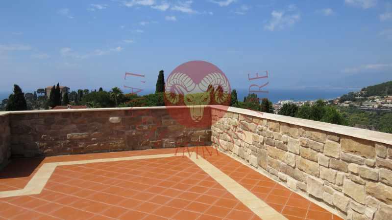 Bordighera, villa in pietra, terrazze vista mare, giardino con Jacuzzi