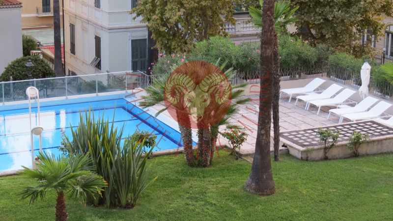 Bordighera, appartamento con terrazzo in contesto lux con piscina